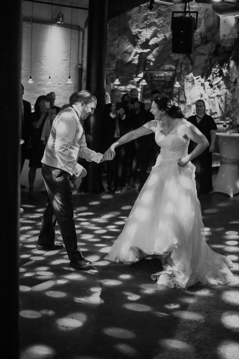 första dansen, bröllop, brudpars dans, bröllopsfotograf sverige,