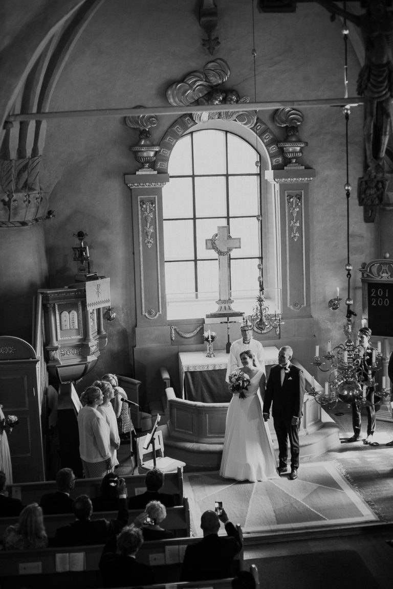 bröllop västerås, skerike kyrka, bröllop 2022 västmanland, bröllopsfotograf sverige rebecka thorell photography