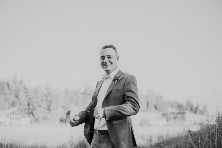 bröllopsfotograf uppland, bröllop 2019, bröllop 2021, bröllop utomhus, jordnära bröllopsfotograf, avslappnat bröllop, microwedding sweden