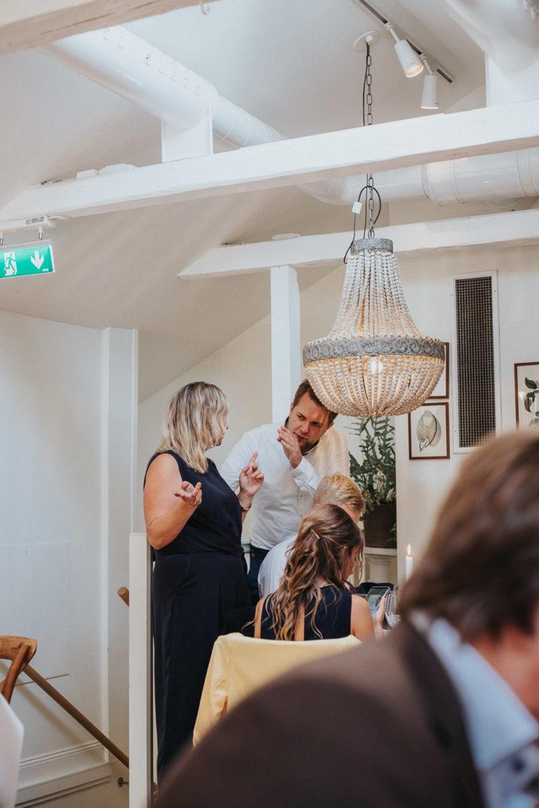 Däbröllop 2019, bröllopbromma, bromma, bröllopsfotograf 2021, avslappnat brudpar, kanaans trädgårds cafér sedan två glas med Crémant från Alsace väntade på dem att kunna skåla in sitt äktenskap med.Där sedan två glas med Crémant från Alsace väntade på dem att kunna skåla in sitt äktenskap med.