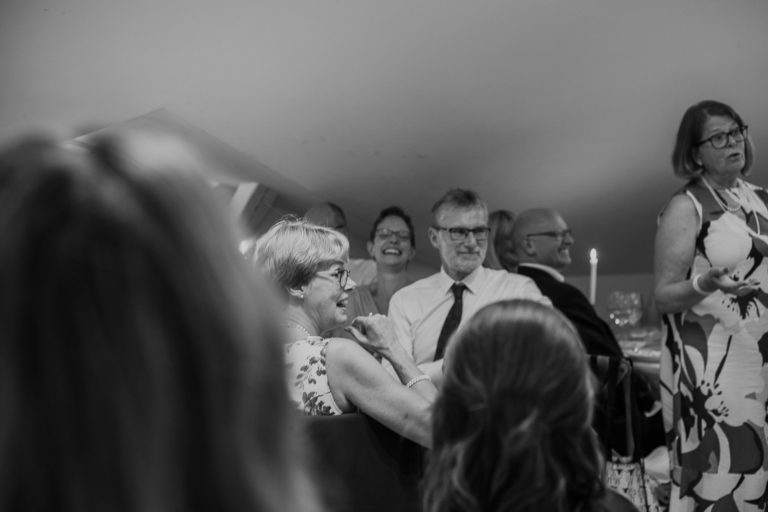 bröllop 2019, bröllopbromma, bromma, bröllopsfotograf 2021, avslappnat brudpar, kanaans trädgårds café