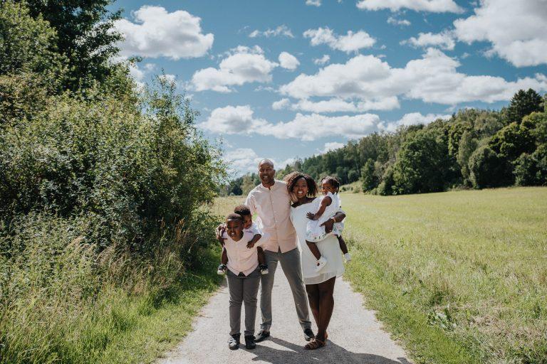 familjefotograf enköping, familjefotograf uppsala, porträttfotograf enköping, rebecka thorell photography, gröngarn enköping, fotografering gröngarn, sommar enköping