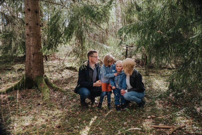 porträttfotograf enköping, fotograf enköping, uppland, hårsbäcksdalen, familjefotografering,